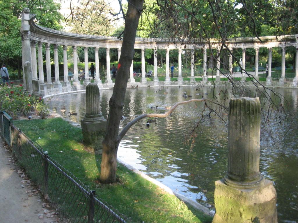 Parc Monceau, Paris Gardens,www.thesanguineroot.com