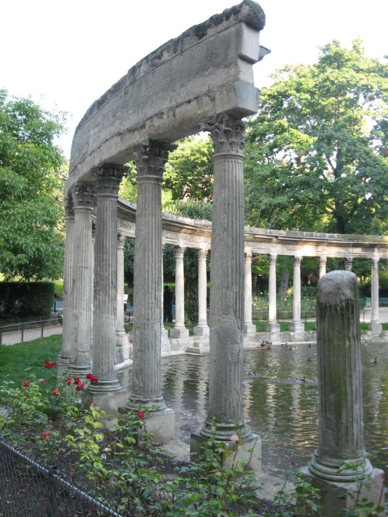 Parc MonceauParis Gardens,www.thesanguineroot.com